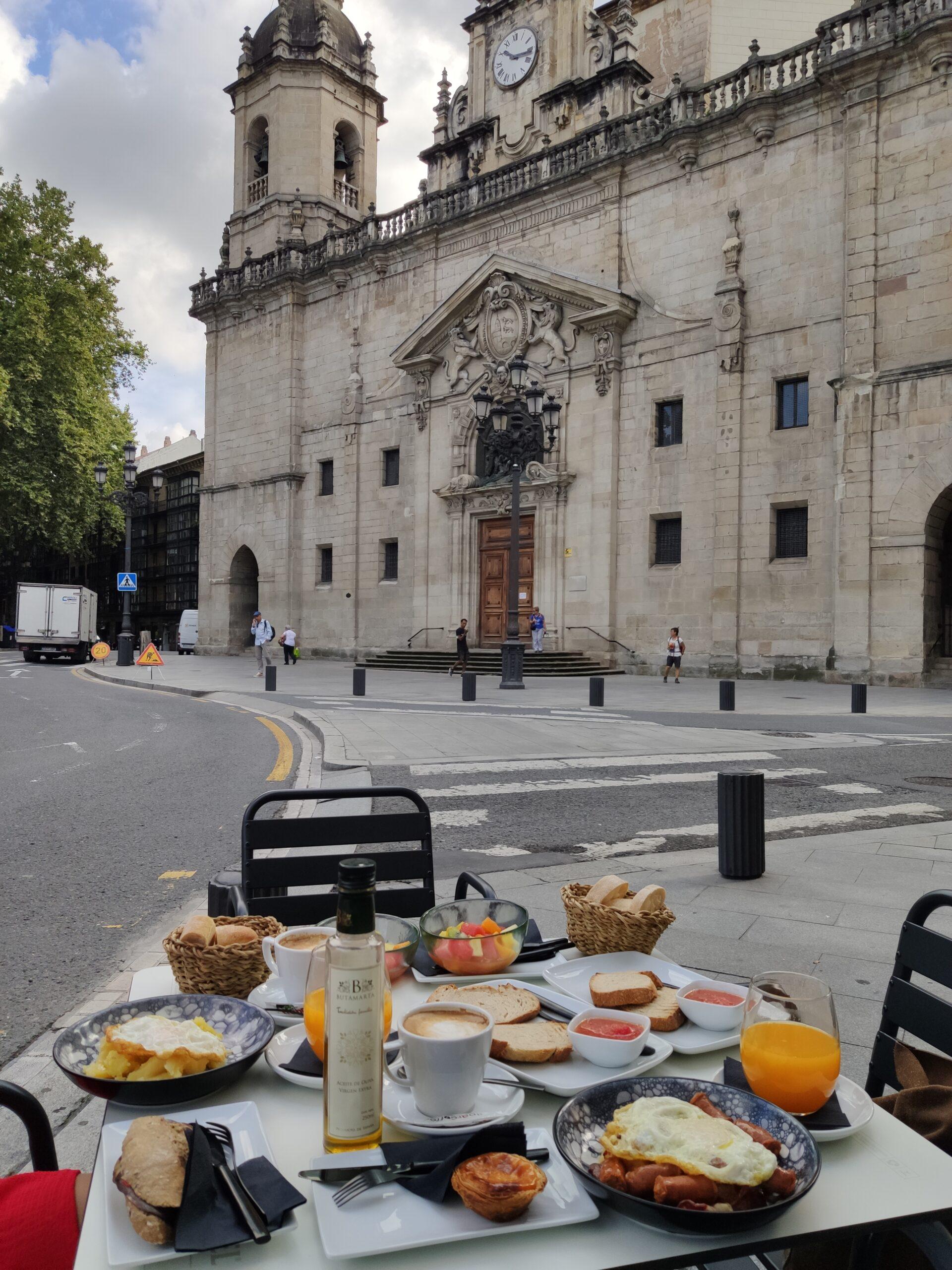 Desayuno Café Restaurante del Arenal Bilbao. Desayuno Botxo